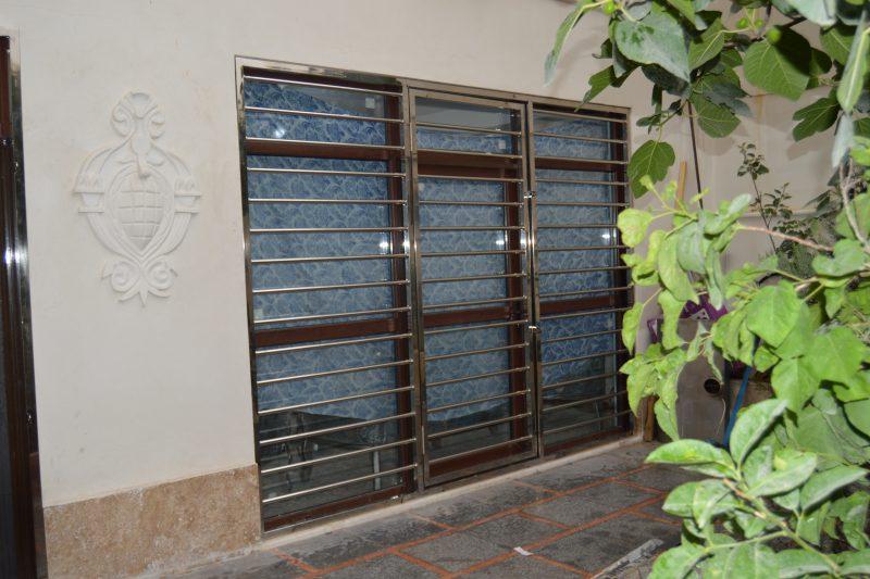 نصب حفاظ استیل پنجره